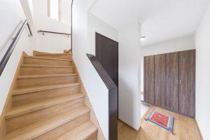 田原市ここちeeハウス新築一戸建て写真階段